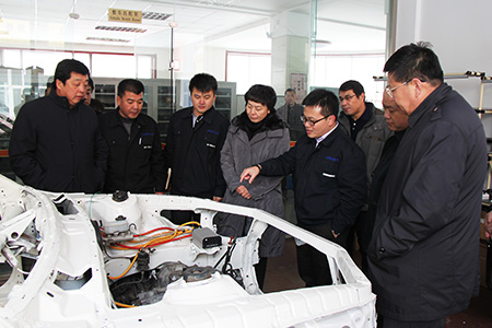 2013年12月,吉林市市委副书记马少红在高新区领导的陪同下到我公司考察生产运营情况